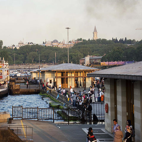 エミノニュ/ヘザルフェン アフメッドチェレビ ・ カティブチェレビ ・ エブリヤチェレビのフェリーターミナル